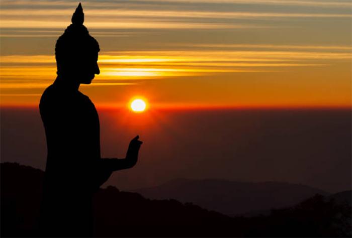 Tôn kính Thần Phật, đề cao đạo đức là cách tốt nhất để tránh tai họa